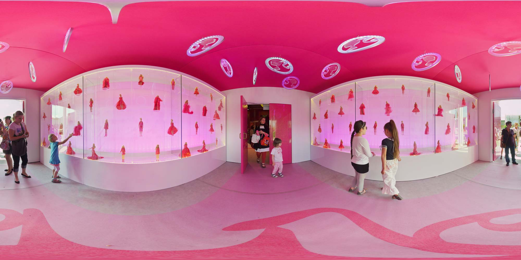 Panorama Berlin Barbie Dreamhouse 2013 - Portal